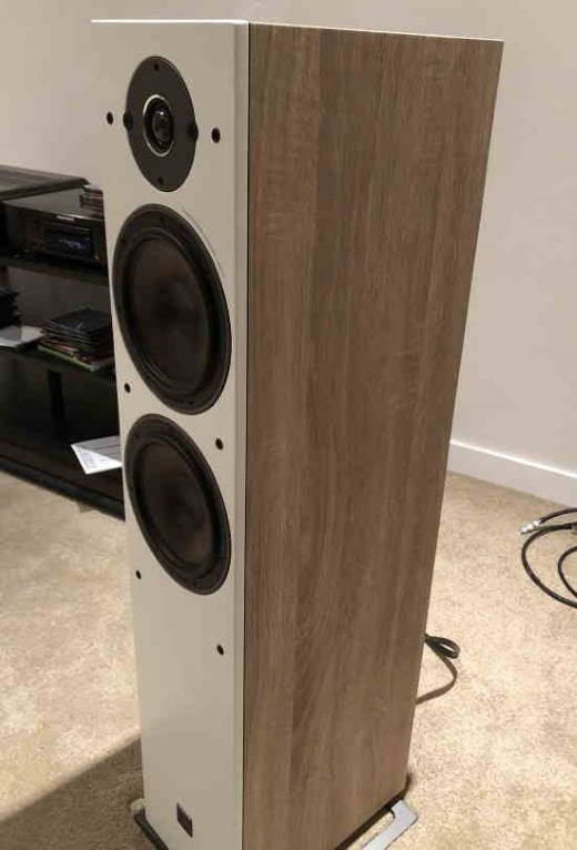 The Dali Oberon 7 loudspeakers side view